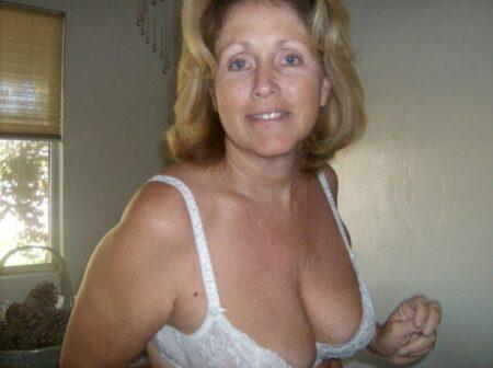 Femme cougar sexy vraiment très sexy cherche un homme réservé