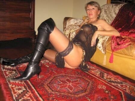 Passez un rendez-vous de sexe sans tabou avec une cougar coquine