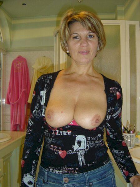 Rencontre sexy entre adultes avec de l'expérience pour une femme coquine sur les Bouches-du-Rhône